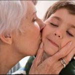 Az anyuka lefagyott attól, amit kisfia művelt. A nagymama rögtön tudta, mit kell tenni: