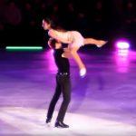 """Ez ám az igazi """"piszkos tánc"""" a jégen. Az egyik legismertebb filmzenére készült ez a lélegzetelállító koreográfia:"""