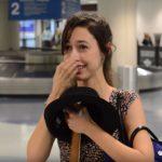 A lány lépett volna ki a repülőtérről, amikor egy ismeretlen elé állt, és nem engedte elmenni: