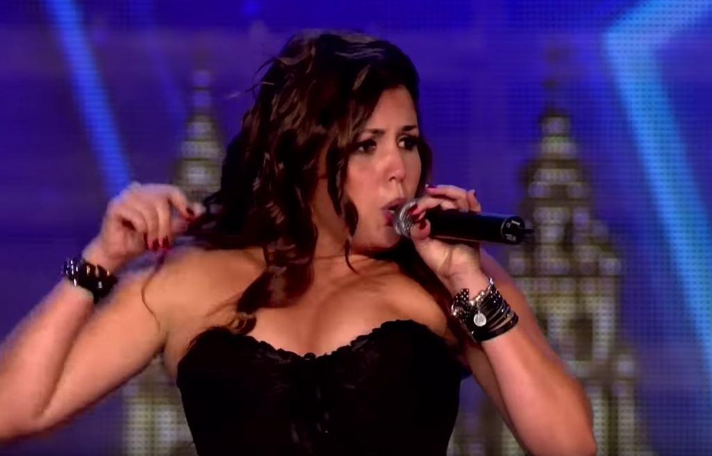 A hölgy egy operaáriát kezd el énekelni, aztán hirtelen átvált kemény-rockra: mindenki ámul és tombol, mint az őrült