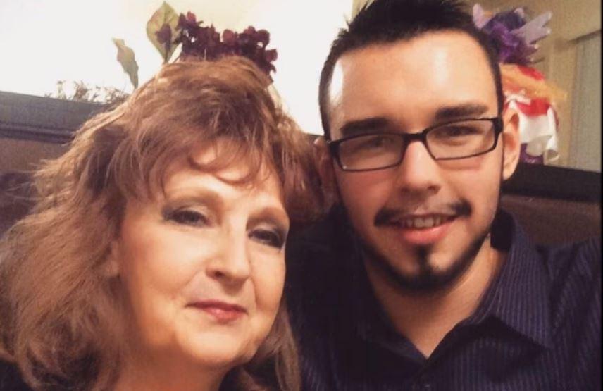A 17 éves srác elvette 71 éves barátnőjét: állítják, nagyon boldogok együtt, videó is készült róluk