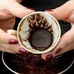 Te is otthagyod a lábnyomod a kávéscsésze alján: a jelekből kiolvasható a jövőd
