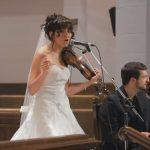 Miután a menyasszony befejezte különleges produkcióját, a násznép minden tagja a könnyeit törölgette