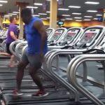 Hagyományos edzésből elképesztő koreográfiát varázsolt: őrült mozdulatokat tett a futópadon