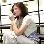 A diákok egy gyönyörű dallal köszöntik rákbeteg tanárnőjüket, aki ezt hallva nem tud parancsolni érzelmeinek