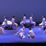 A gyerekekből álló tánccsoport szívbemarkoló koreográfiával hívja fel a figyelmet az árva gyermekek sanyarú sorsára