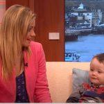 Az anyuka próbálta lenyugtatni kisfiát a vonaton: nemsokára egy idegen férfi furcsa kis cetlit nyújtott át a nőnek