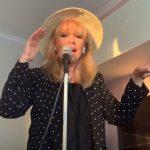 A Neoton Família Sztárjai otthon sem pihennek, szuperül újragondolták egyik legkedveltebb dalukat