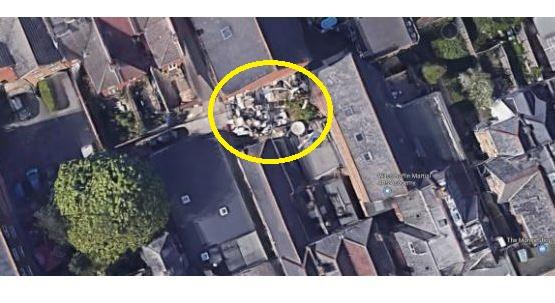 Kíváncsiságból a Google térképen is megnézte otthona környékét, elöntötte a méreg attól, amit szomszédja udvarán látott