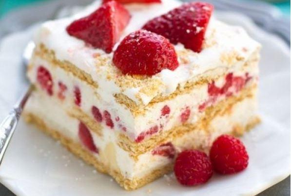 Krémes-gyümölcsös tavaszi-nyári süti, pazar töltelékkel