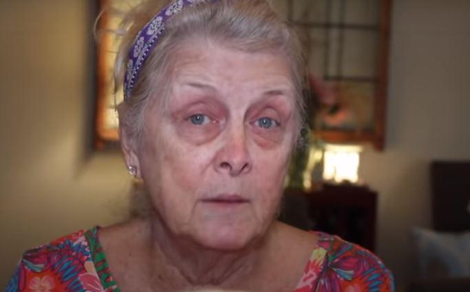 A 77 éves nagymama sminkelésben verhetetlen: a videó végén egy csinos ötvenes lesz belőle, aki után megfordulnak a férfiak