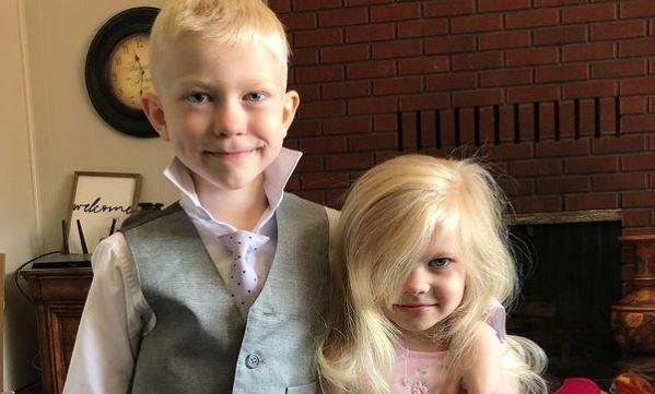 Ez a bátor kisfiú saját életét kockáztatta egy kutyatámadásnál, hogy megmentse kishúgát: kivételes elismerésben részesült