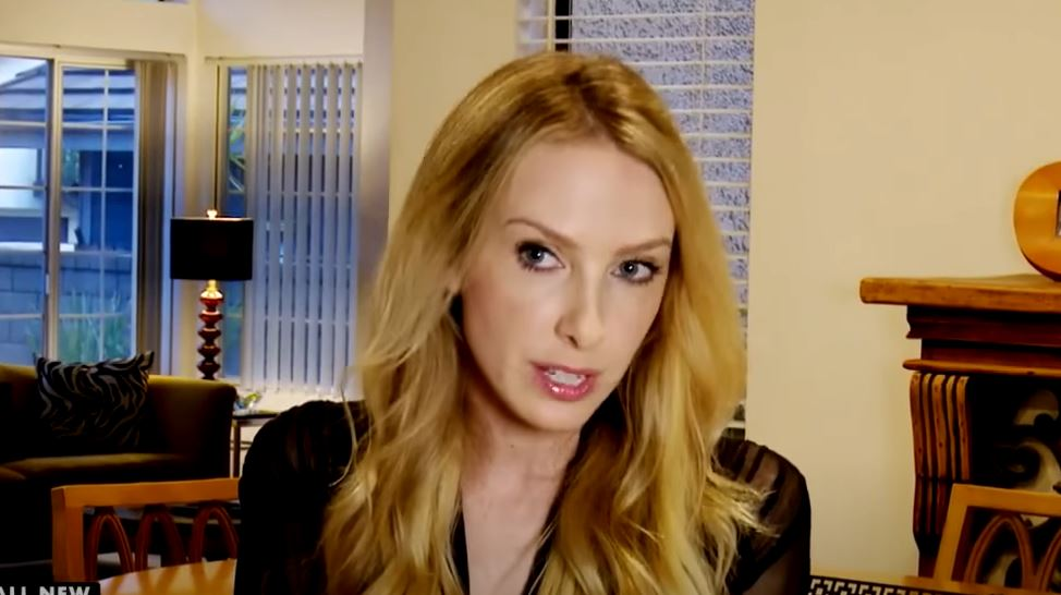 A fotómodell-énekesnőt zavarni kezdte furcsa testi adottsága: az orvosnál leesett az álla a diagnózistól